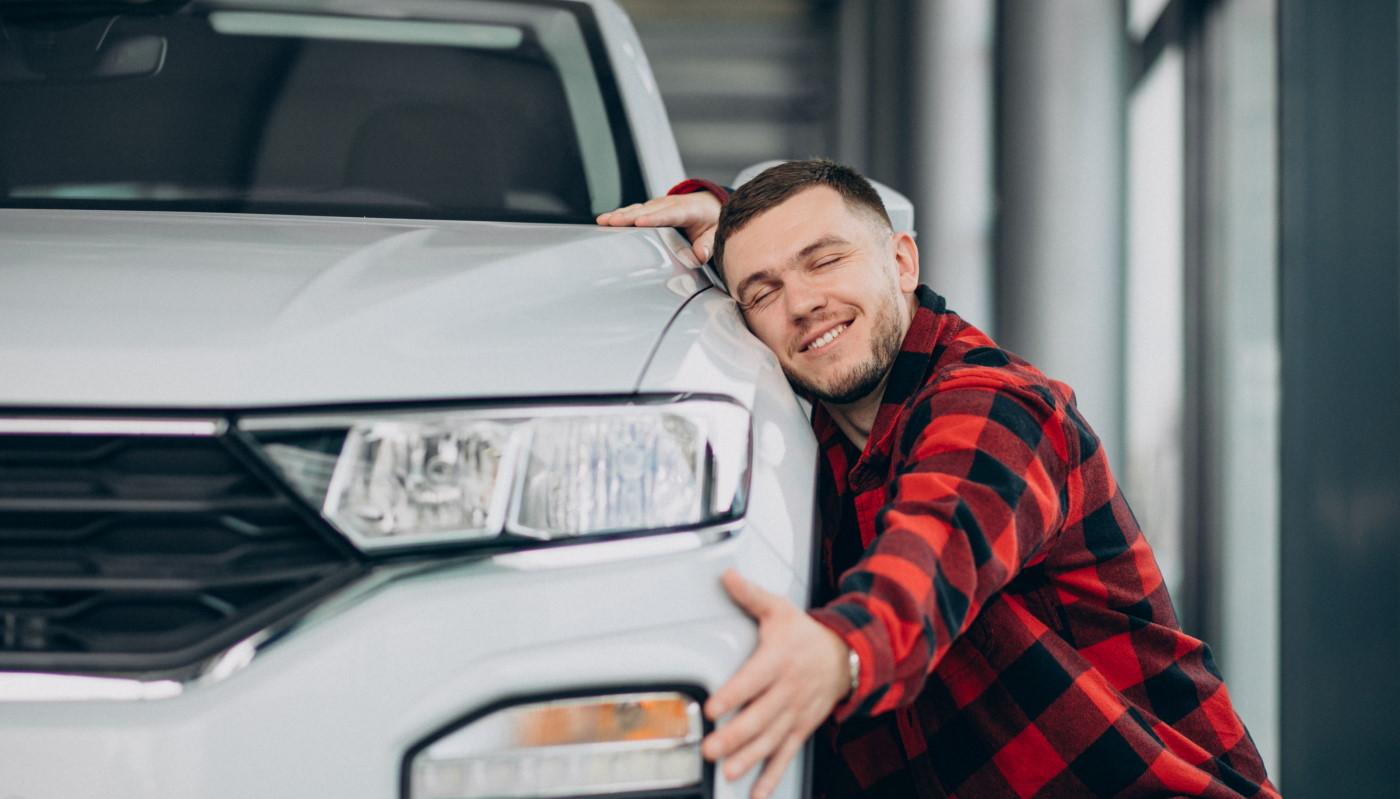 Assurance pas chère : comment baisser l'assurance auto grosse voiture d'un jeune conducteur ?